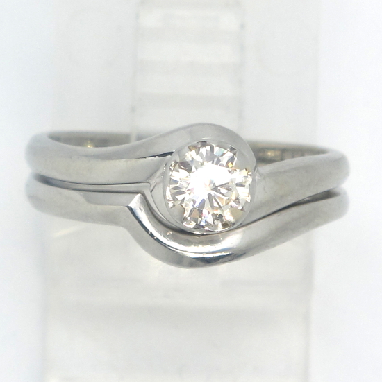 18k White Gold VS Round Diamond Solitaire Engagement Wedding Ring Set