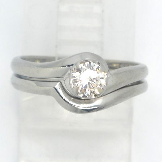 18k White Gold VS Round Diamond Solitaire Engagement Wedding Ring Set